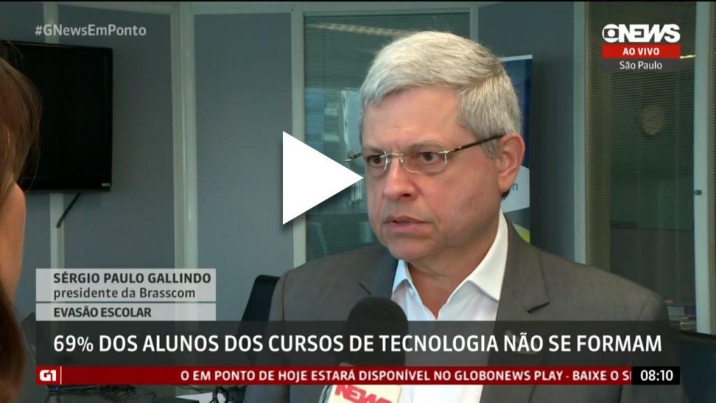 Sergio Paulo Gallindo sendo entrevistado